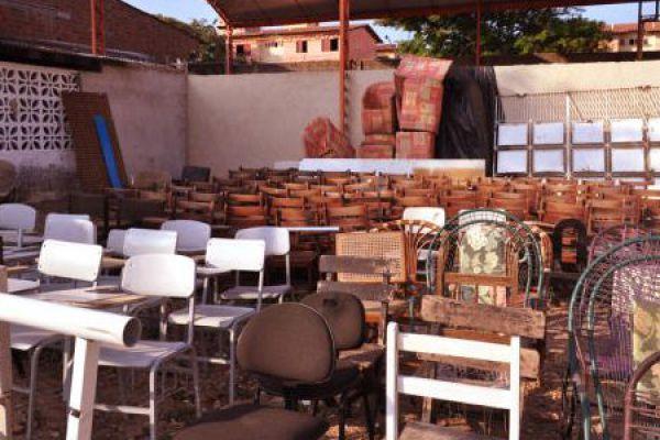 13-bazar-slide-cadeirasA3178F08-E3FA-9884-F978-AD335DD51398.jpg